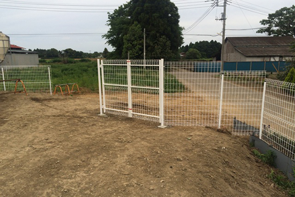 900 metres white coated fence solution in Japan